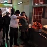 Con el señor del puesto de Çiğ köfte, que mientras estuve ahí se la pasó haciendo imitaciones de relatos de Maradonna metiendo goles (!)