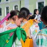 niñas traje tipico desfile ecuador