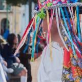 sombrero tiras de colores desfile cayambe ecuador