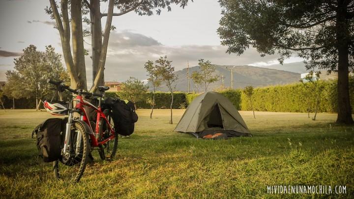 acampar viaje en bici ecuador