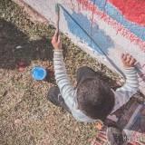 nene pintando mural artentapiales rafaela